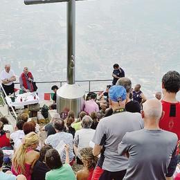Lecco, inaugurato il Crocione  in vetta al San Martino