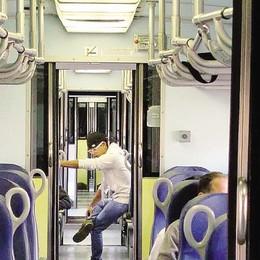 Treni più corti: «Viaggiatori   costretti a stare in piedi»