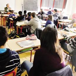 Lecco, scuole o pollai?   Trenta studenti per classe