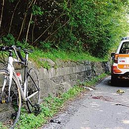 Ciclista cade per una buca   Un ferito a Dorio