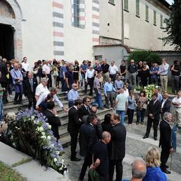 """Commosso addio a """"Pepe""""  In tantissimi ai funerali"""
