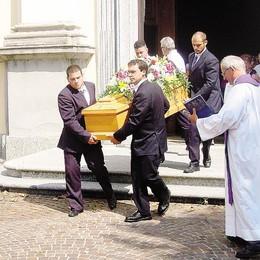 Addio a Luigia, preghiera per i figli  «Hanno portato il  peso del dolore»