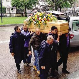 Casatenovo : l'addio a Juan Felix  Anche la poesia di un bimbo