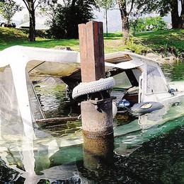 Una barca affondata a Pescate  E' allarme gasolio nel lago