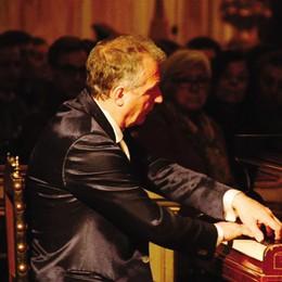 Serata di emozioni al pianoforte   De Filpo chiude il Festival del Lago