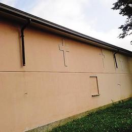 I ladri di rame completano l'opera  Al cimitero rubati i pluviali interni