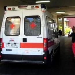 Tenta suicidio con il figlio in casa  Intossicati dal gas, salvi a Cantù