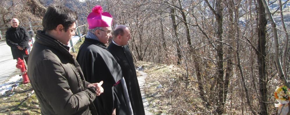 Il vescovo a Grosotto sul luogo della tragedia