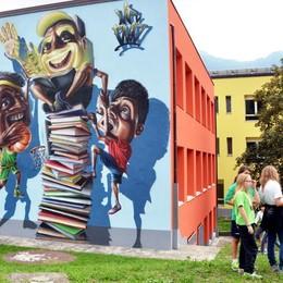Il mercato agricolo si rivolge ai giovani  Un concorso per decorare la facciata