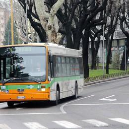 Effetto guardie armate sull'autobus  «In fila per rinnovare l'abbonamento»