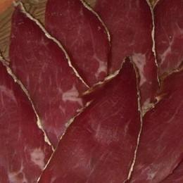 Carni rosse a rischio: «Ma la bresaola  è un prodotto sicuro»
