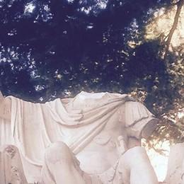 La statua senza testa e il giallo del dito