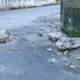 Cadono massi sul centro rifiuti  Il sindaco di Ballabio lo chiude