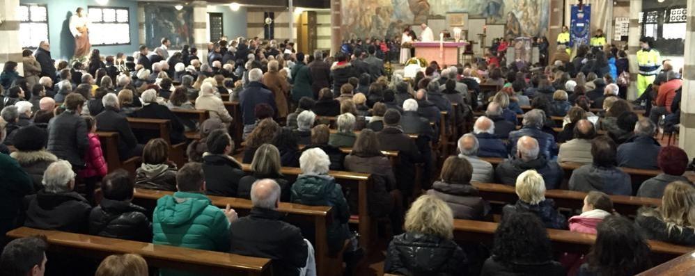 Folla a Cassina per l'addio a Gaia  «Ora sei un angelo custode»