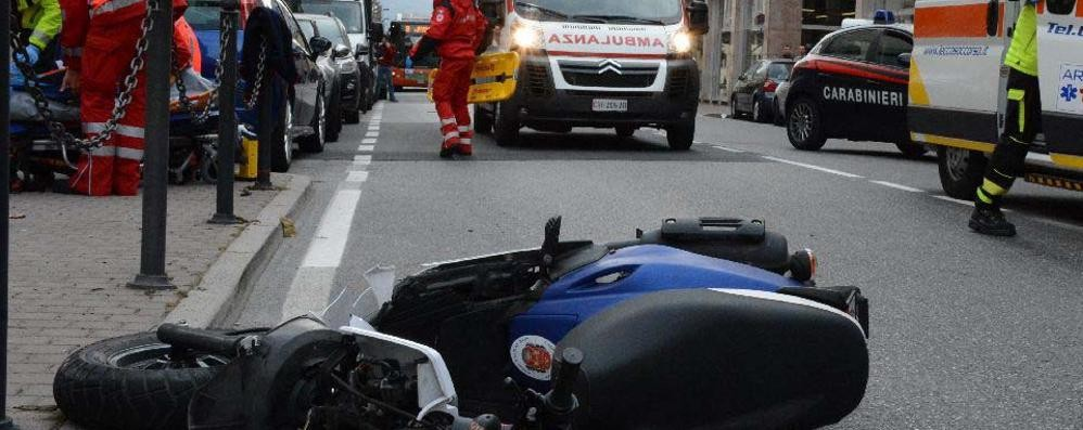 Scooter contro automobile Due studentesse al Manzoni