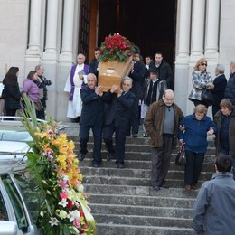 L'imprenditore morto in montagna  In centinaia per l'ultimo saluto a Giulio
