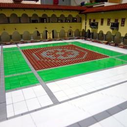 Mandello si veste di Lego, maxiraduno in piazza