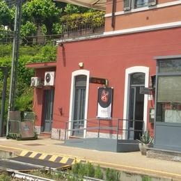 Arosio e Inverigo, biglietterie chiuse  Protestano i pendolari: «Ora basta»