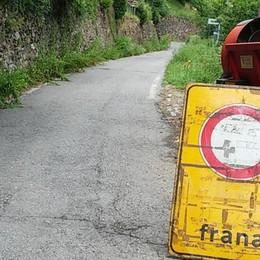 Cadono massi. Strada provinciale  chiusa a Pagnona