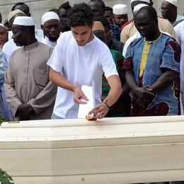 Lacrime di tutte le religioni per Abdoul
