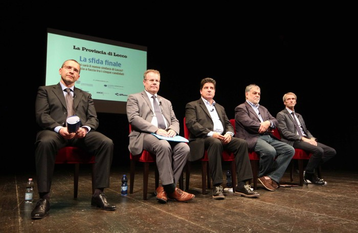 I cinque candidati sul palco del Teatro della Società