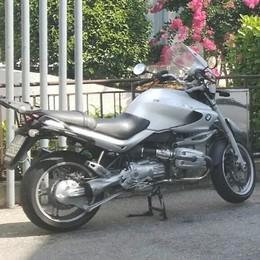 Scontro in via don Gnocchi, ferito un motociclista