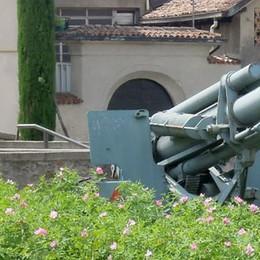 Cannone, simbolo della guerra  Lurago si divide tra sì e no