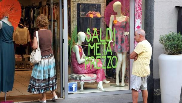 Saldi, Lecco compra poco  e va controtendenza