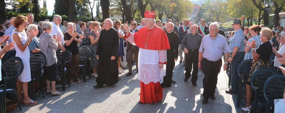 L'abbraccio di Cesana all'arcivescovo