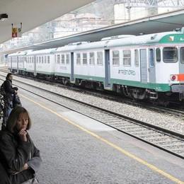 Trenord, mattinata da incubo  Che ritardi sulla Milano-Chiasso