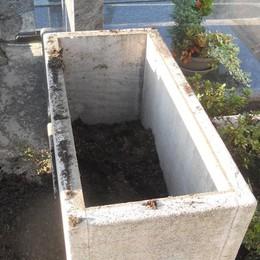 Altri furti nei cimiteri  Colpi a Sirone e Dolzago