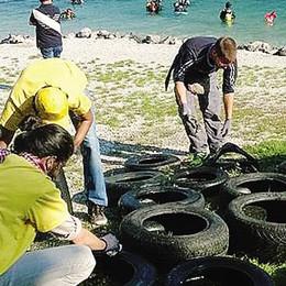 Dal lago spuntano 250 gomme    Moregallo come la pattumiera