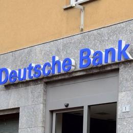 Bandito rapina banca con un taglierino