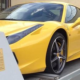 La Ferrari gialla sequestrata  Svelato il nome del proprietario