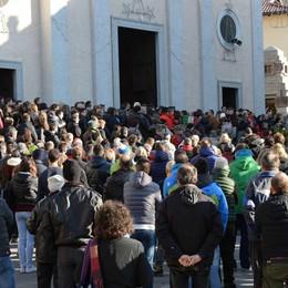 Folla per l'addio a Rupani  gestore del rifugio Lecco