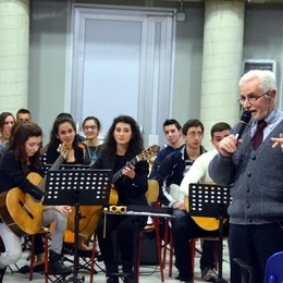 L'istituto Bachelet come un college  Concorso per scegliere il suo simbolo