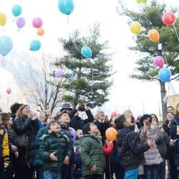 Viva la nuova scuola d'infanzia  Tanti palloncini per inaugurarla
