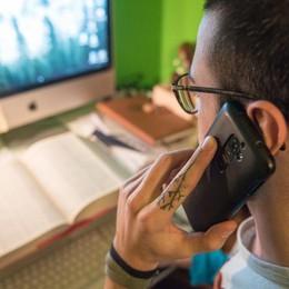 Smartphone in classe,   via libera all'utilizzo  «Ma solo con i docenti»