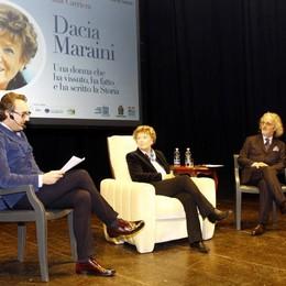 Premio Manzoni a Dacia Maraini  Teatro della Società stracolmo