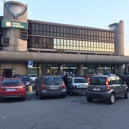 Rapina in centro a Erba  «Picchiato per il portafoglio»