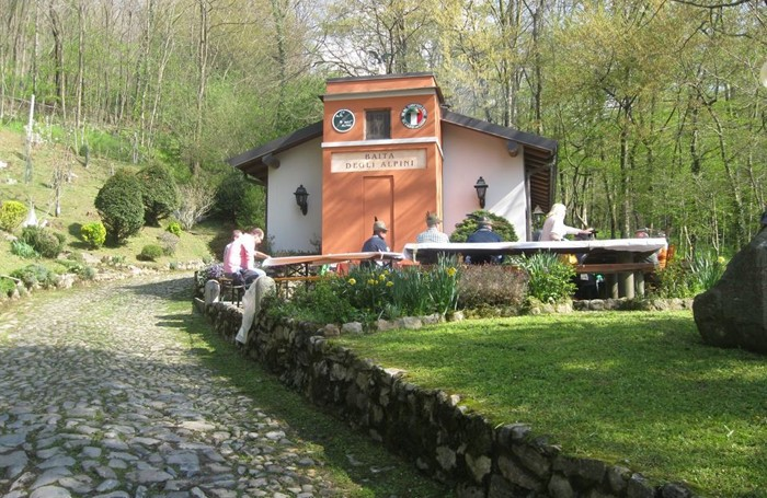 Albese - l'ex acqudeotto ora Baita degli  Alpini