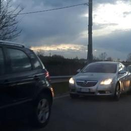 Dolzago, auto contro camion  Due feriti e traffico in tilt