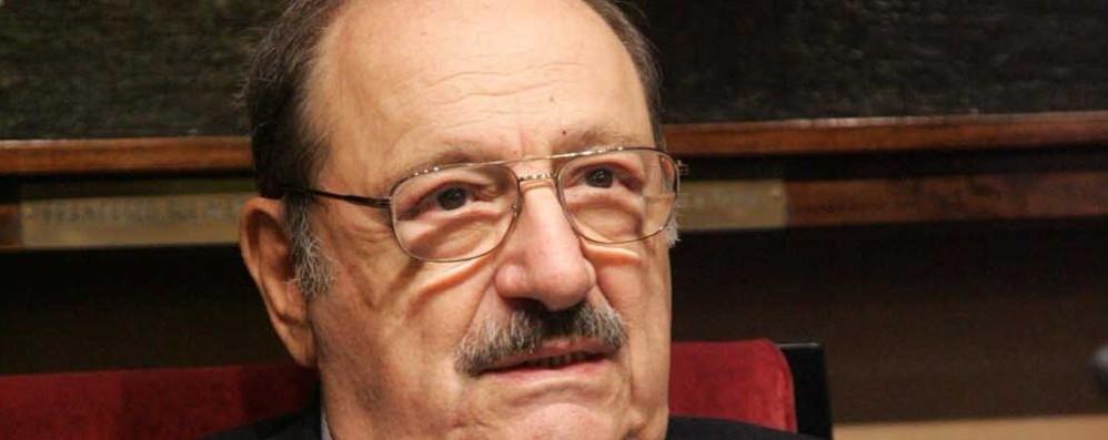 «Chi legge avrà vissuto 5 mila anni»  Il ricordo di Umberto Eco