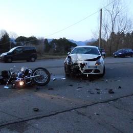 Monticello, scontro all'incrocio  Paura per il motociclista ferito