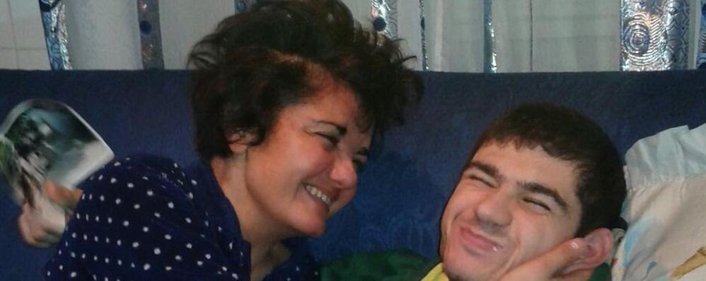 «La legge condanna  a morte mio figlio»  Lotta per il trapianto