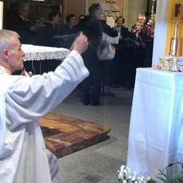 Folla di fedeli  per le reliquie  di San Pio