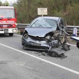 Scontro frontale alla Sassella  Due feriti e il traffico va in tilt