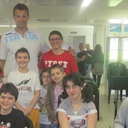 Il campione e i ragazzini  Visita alla Nostra Famiglia