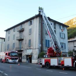 Canna fumaria di una pizzeria a fuoco  Arrivano i pompieri in corso Bergamo