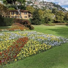 Nozze principesche a Villa d'Este  Il regalo è un'auto milionaria